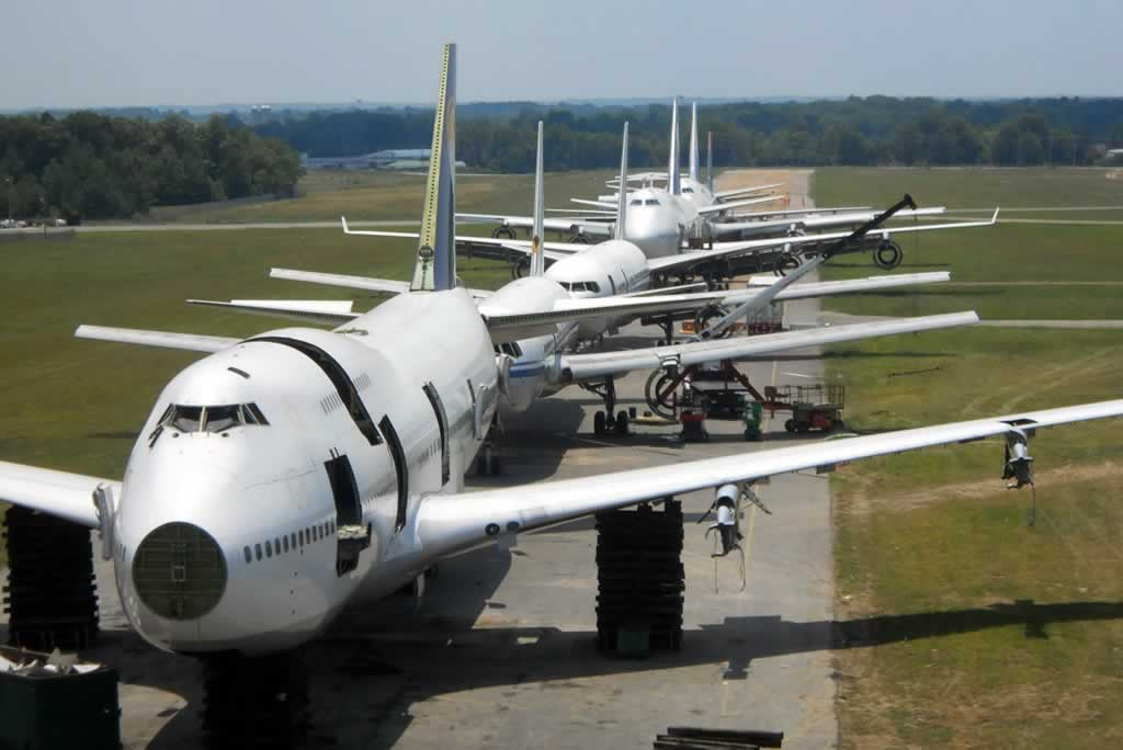 Airliners being disassembled at the Universal Asset Management facilty in Tupelo